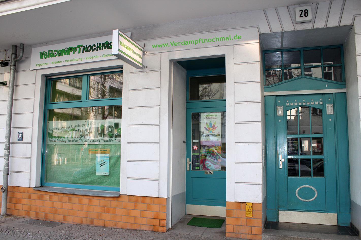 Ladengeschäft Ansicht von vorne, Schaufenster und Eingangstür